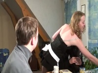 Парни играли в карты когда к ним подошла служанка с длинными ножками