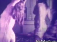 Старое видео, как извращенцы издеваются над пленницей